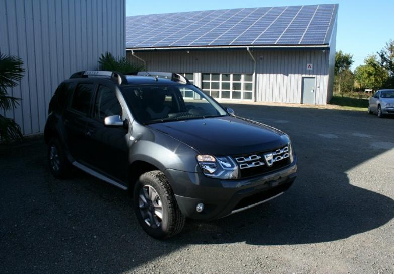 dacia duster saga dci 110 cv 4x2 avec options neuf stock. Black Bedroom Furniture Sets. Home Design Ideas